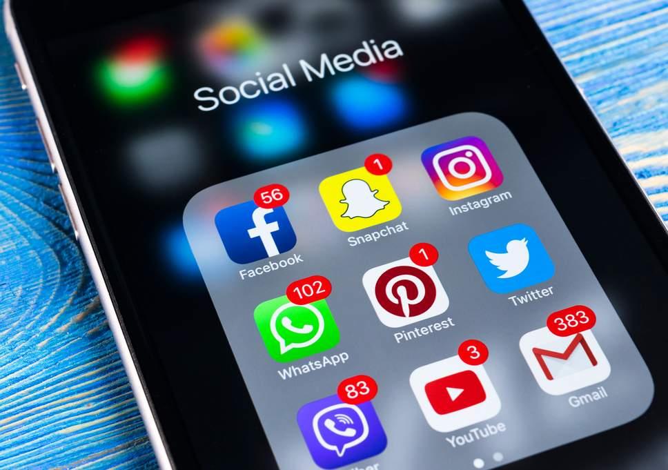 5 Advantages of choosing Social Media As a web marketer
